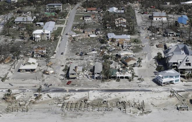 Ảnh, video: Siêu bão Michael tàn phá bờ nam nước Mỹ - Ảnh 1.