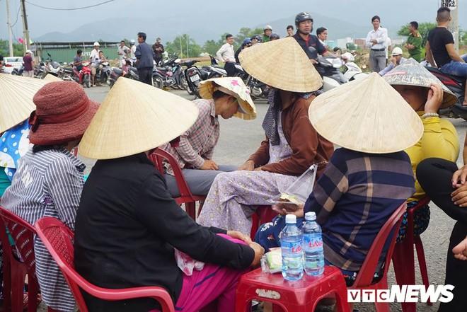 Dân tiếp tục bao vây nhà máy thép ở Đà Nẵng - Ảnh 1.