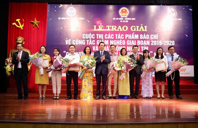 Phó Thủ tướng Vương Đình Huệ cùng các Bộ trưởng phát động nhắn tin ủng hộ người nghèo - Ảnh 2.