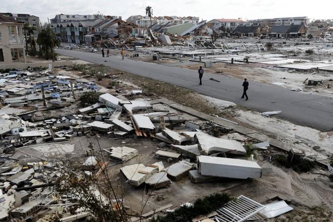 Ảnh, video: Siêu bão Michael tàn phá bờ nam nước Mỹ - Ảnh 4.