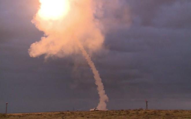 """15 quả tên lửa S-300 Nga """"xé gió"""" phá hủy 7 mục tiêu trên không"""