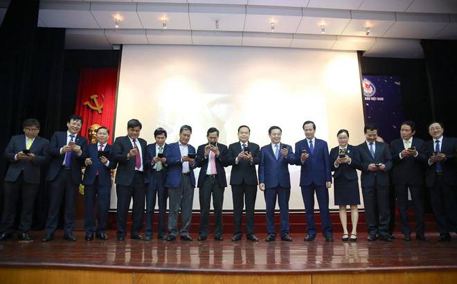 Phó Thủ tướng Vương Đình Huệ cùng các Bộ trưởng phát động nhắn tin ủng hộ người nghèo