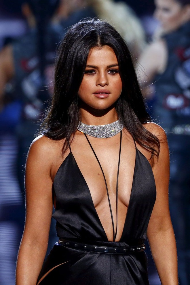 Selena Gomez: Giàu có, xinh đẹp nhưng vẫn gục ngã, nhập viện tâm thần chỉ vì chữ tình - ảnh 1