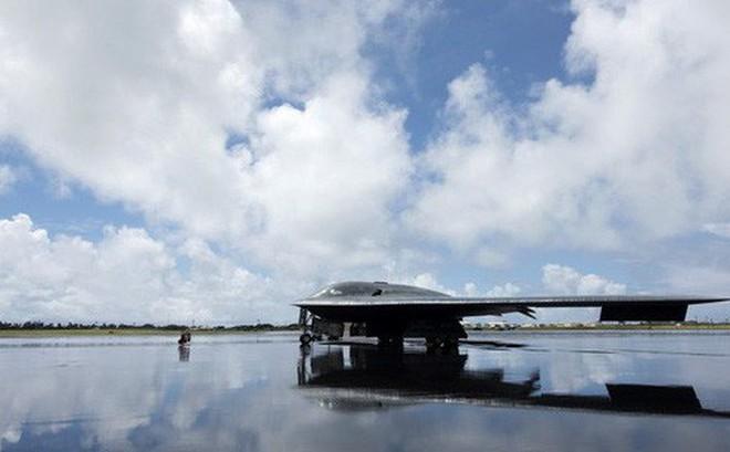 """Sau B-2, Mỹ triển khai máy bay ném bom nào """"trấn"""" Trung Quốc?"""