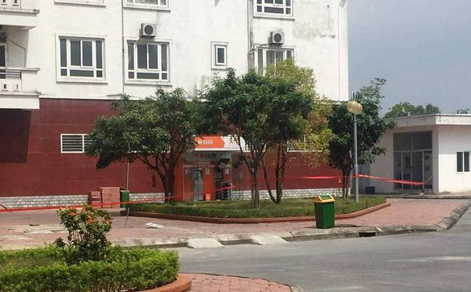 [NÓNG] Tháo gỡ 2kg nghi thuốc nổ đặt tại cây ATM ở Quảng Ninh
