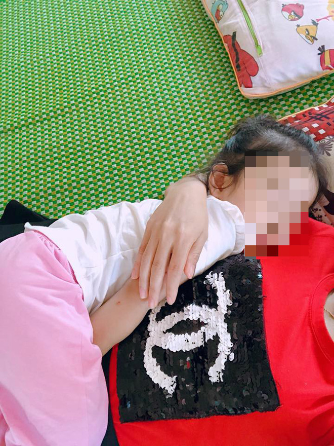 Bữa ăn trưa vội vã của nữ giáo viên mầm non, vừa ăn vừa bế trẻ và những câu chuyện phía sau - ảnh 5