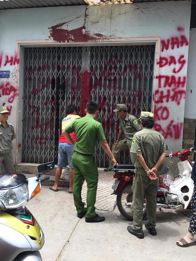 Vụ cô giáo viết đơn xin xã hội đen cho đi dạy ở Sài Gòn: Chính quyền sơn lại nhà, gắn camera bảo vệ - ảnh 5