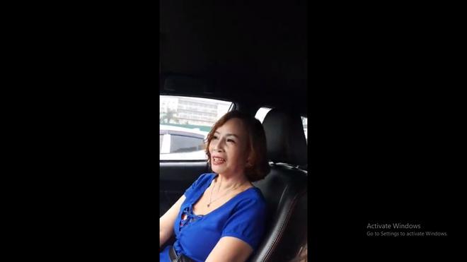 Cô dâu 62 tính sai tuổi lấy chồng trên livestream, kể chuyện làm lụng vất vả thuở còn trẻ - ảnh 3
