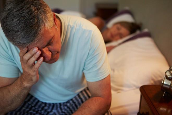 Cảnh báo: Mất ngủ ở người huyết áp cao dẫn đến đột quỵ - Ảnh 1.