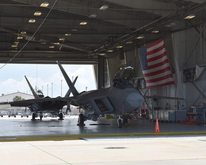 Tiêm kích F-22, F-35 đồng loạt gãy cánh: Không quân Mỹ dính cú đánh trời giáng! - Ảnh 1.
