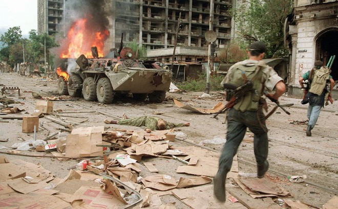 QK Ngoại Kavkaz Nga đã chết và tướng lĩnh bán sạch các kho vũ khí như thế nào?
