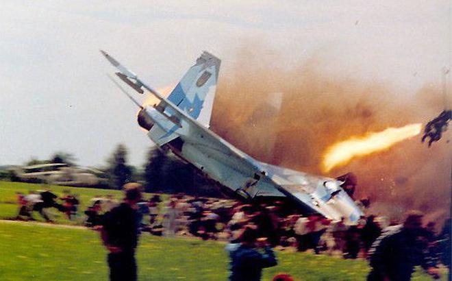Tiêm kích Su-27 Ukraine vừa rơi khi không chiến với F-15, phi công Mỹ thiệt mạng