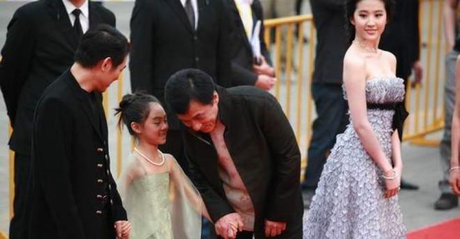 Con gái 18 tuổi của Lý Liên Kiệt: Xinh đẹp tài năng, học ở Đại học danh giá Harvard - Ảnh 3.