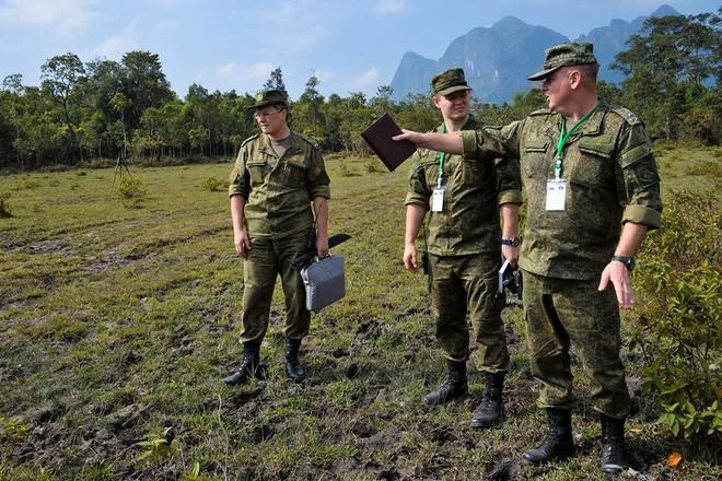 Trang bị hiện đại của lính công binh Nga đang hoạt động tại Lào - Ảnh 14.