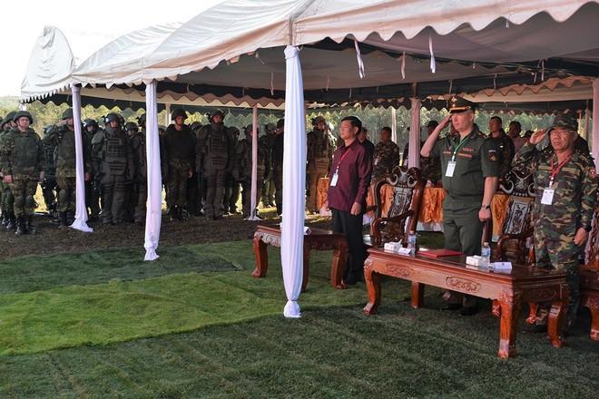 Trang bị hiện đại của lính công binh Nga đang hoạt động tại Lào - Ảnh 2.