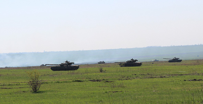 Lính Nga bị kỷ luật khi xe tăng hết đạn, dùng xích đè nát những kẻ tấn công tập kích - Ảnh 3.