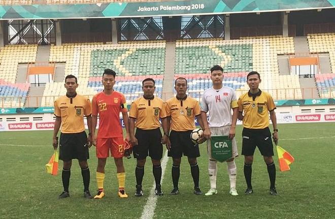 HLV Hoàng Anh Tuấn gạch tên hai cầu thủ trước giải châu Á - Ảnh 1.