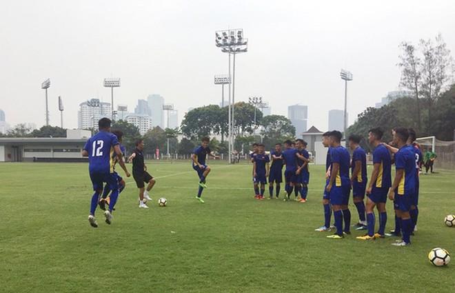 HLV Hoàng Anh Tuấn gạch tên hai cầu thủ trước giải châu Á - Ảnh 2.