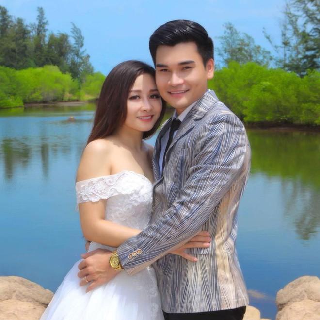 Màn kịch vợ chồng suốt 10 năm gây sốc của ca sĩ chuyển giới Lê Duy và nhiếp ảnh kém 13 tuổi - Ảnh 3.