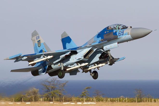 Su-27 Ukraine bắn hạ chiến thuật của Washington: Thế giới sửng sốt - Ảnh 1.
