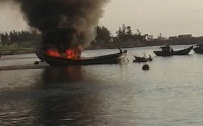 13 ngư dân thương vong trong vụ nổ tàu cá ở Lý Sơn
