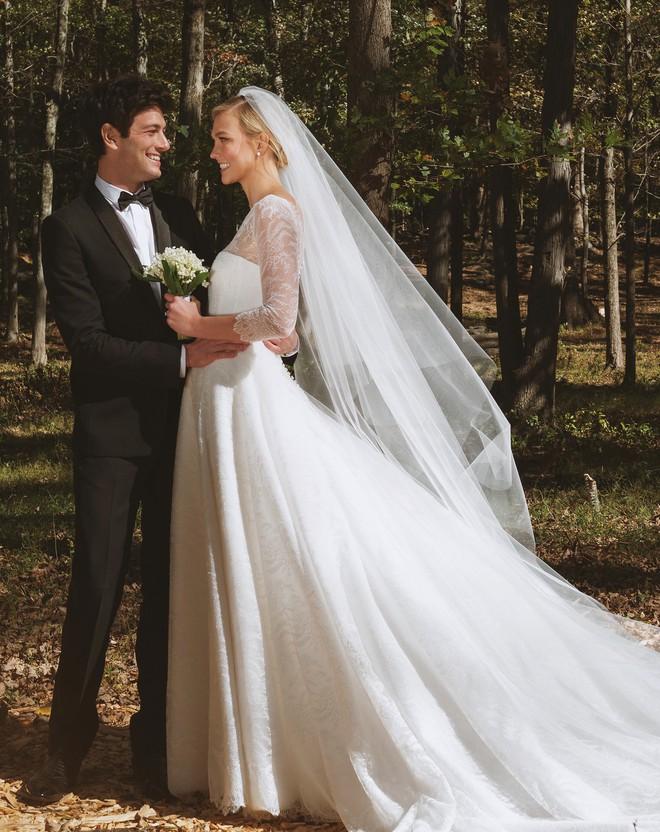 Đám cưới cổ tích rầm rộ nhất Hollywood: Karlie Kloss kết hôn với em trai con rể Tổng thống Mỹ - ảnh 1