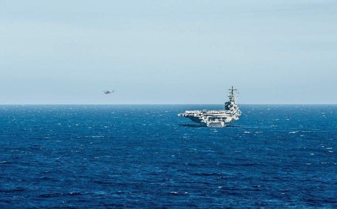 Trực thăng hải quân Mỹ gặp nạn, lao thẳng xuống boong tàu sân bay Ronald Reagan