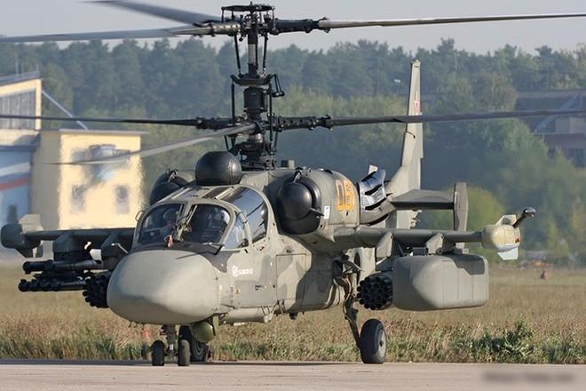 """Cận cảnh trực thăng """"cá sấu"""" Kamov Ka-52 rất lợi hại của quân đội Nga - Ảnh 3."""
