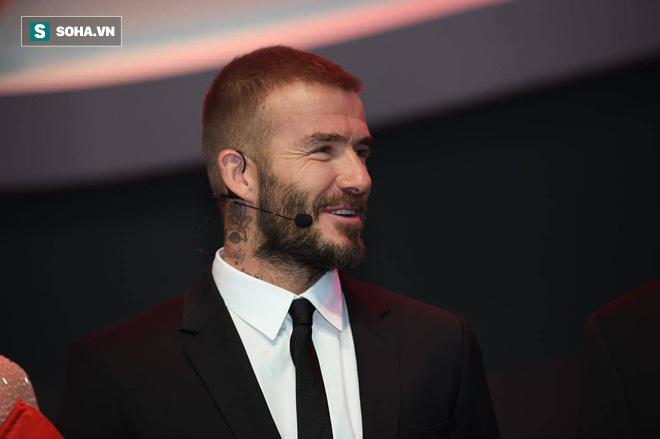 Hoa hậu Trần Tiểu Vy rạng rỡ sánh đôi bên David Beckham trên sân khấu ra mắt xe hơi VINFAST - Ảnh 3.