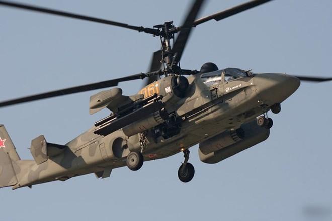 """Cận cảnh trực thăng """"cá sấu"""" Kamov Ka-52 rất lợi hại của quân đội Nga - Ảnh 9."""