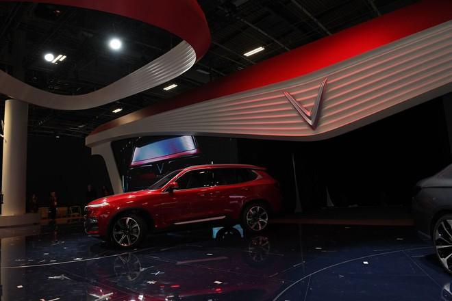 Tường thuật trực tiếp: VinFast giới thiệu 2 mẫu ô tô tại Paris Motor Show 2018 - Ảnh 2.
