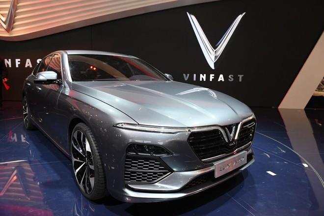 Tường thuật trực tiếp: VinFast giới thiệu 2 mẫu ô tô tại Paris Motor Show 2018 - Ảnh 1.