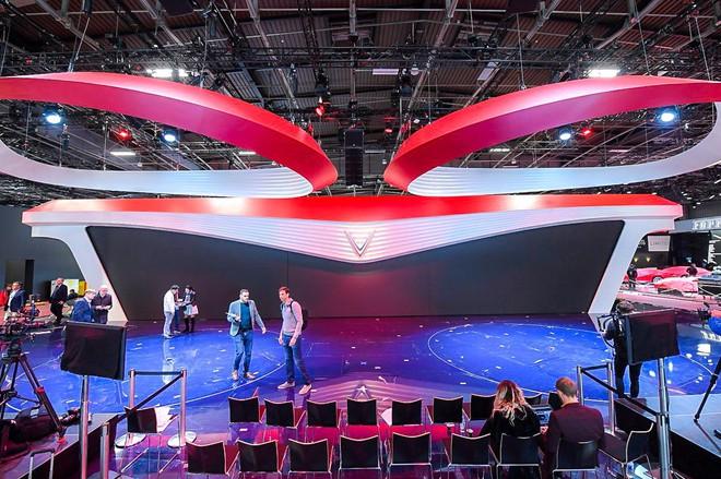 Hé lộ sân khấu VinFast tại Paris Motor Show trước giờ G: Mang cả biểu tượng hoa sen tới nước Pháp - Ảnh 3.