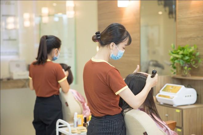 Dưỡng sinh toàn thân tốt nhưng chưa đủ, bây giờ người ta còn cần dưỡng sinh cho da đầu và tóc - Ảnh 2.