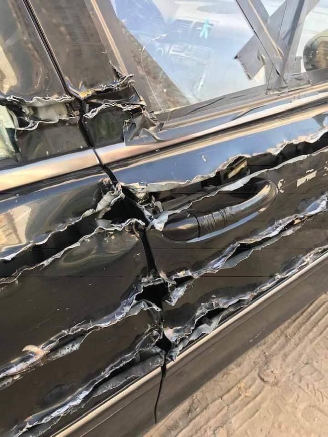 Chiếc xe hơi bị xé rách, dân mạng hoang mang vì không rõ cái gì đã gây nên - Ảnh 1.