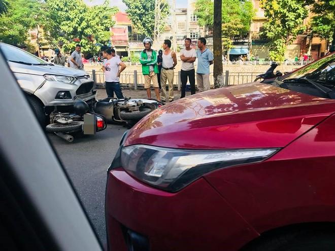 Vụ tai nạn liên hoàn ở Hà Nội khiến mạng xã hội sôi sục cuối giờ chiều chủ nhật  - Ảnh 1.