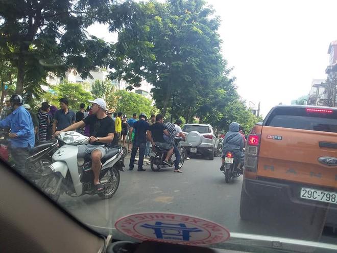 Vụ tai nạn liên hoàn ở Hà Nội khiến mạng xã hội sôi sục cuối giờ chiều chủ nhật  - Ảnh 6.