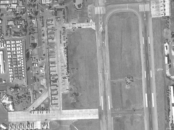 Nga xây dựng hàng loạt nhà chứa máy bay ở căn cứ Hmeimim, Syria: Sắp có biến lớn? - Ảnh 1.