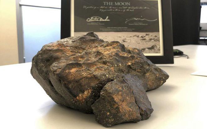 Viên đá Mặt Trăng 5,5 kg, trị giá hơn nửa triệu USD được đưa về Việt Nam 1