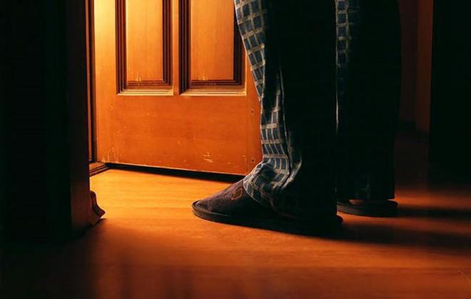 6 cách ngăn ngừa chứng đi tiểu đêm hiệu quả - Ảnh 1.