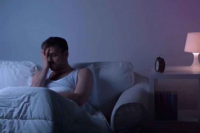 6 cách ngăn ngừa chứng đi tiểu đêm hiệu quả - Ảnh 2.