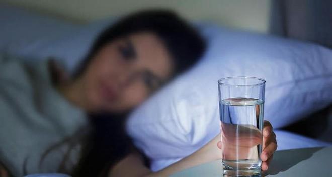 6 cách ngăn ngừa chứng đi tiểu đêm hiệu quả - Ảnh 4.
