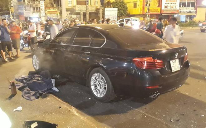 Ô tô tông hàng loạt xe máy ở ngã tư Hàng Xanh, người bị thương nằm la liệt trên đường