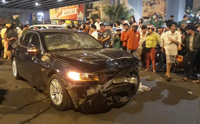 Cận cảnh hiện trường kinh hoàng  vụ ô tô BMW tông hàng loạt xe máy, taxi, nhiều người thương vong ở TP.HCM