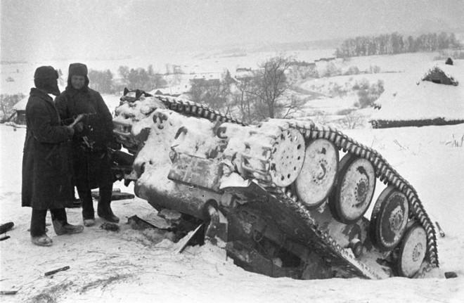 Bí mật: Hạ được xe tăng, mỗi lính Hồng Quân được thưởng 500 rúp - ảnh 1