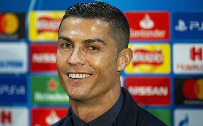 Ronaldo lần đầu họp báo sau cáo buộc hiếp dâm: