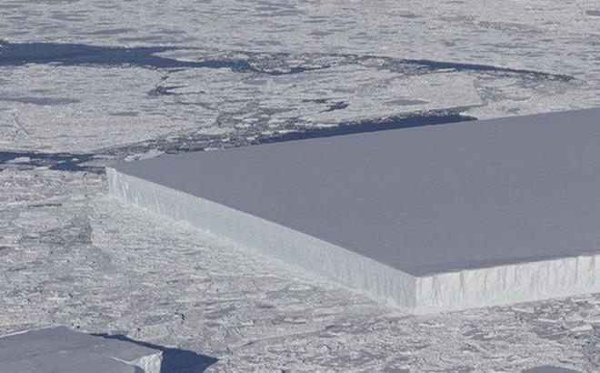 Làm thế nào mà tảng băng trôi vuông chằn chặn như thế này hả?