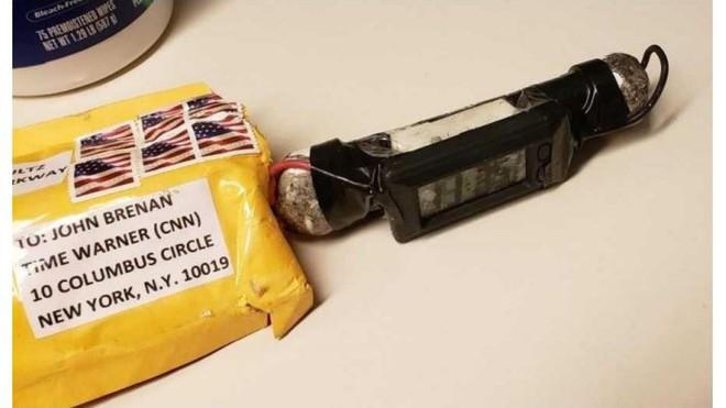NÓNG: Đã bắt được nghi phạm gửi hàng loạt bưu kiện nổ tới các cựu tổng thống Mỹ - Ảnh 1.