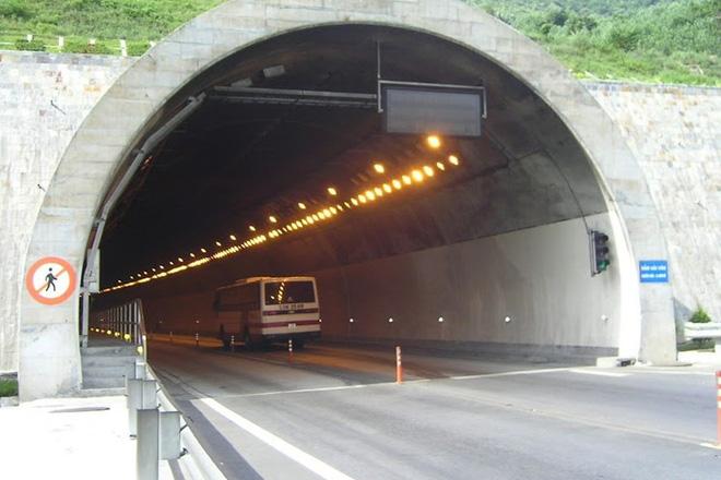 Thua lỗ, nợ 2 tỉ tiền điện, hầm Hải Vân, hầm Đèo Cả có nguy cơ đóng cửa - Ảnh 1.