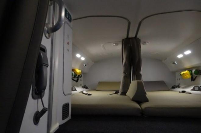Hoá ra trên máy bay còn có những phòng ngủ bí mật cho phi hành đoàn mà không phải ai cũng biết - Ảnh 8.